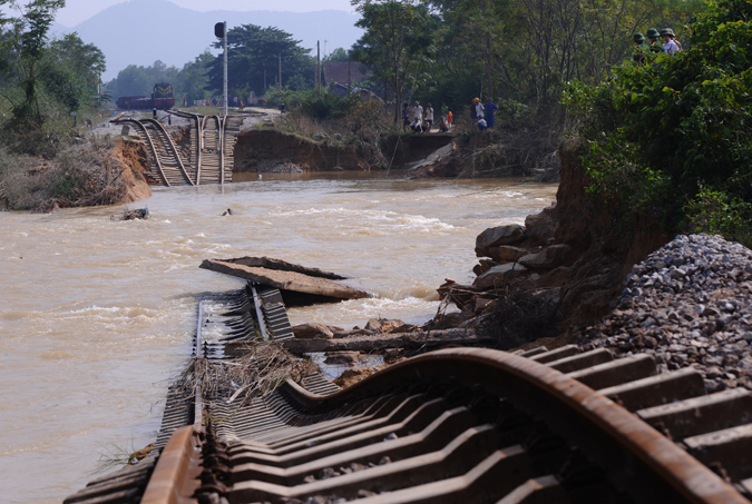 Photo of the Day: Vietnam Floods Claim North-South Railway ...