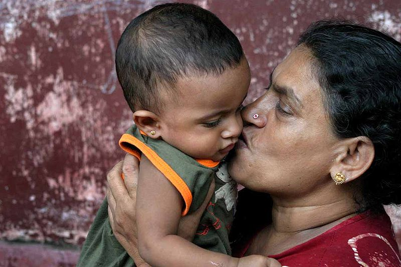 Photo of Sri Lankan Woman and Child by Steve Evans on flickr.License: Creat