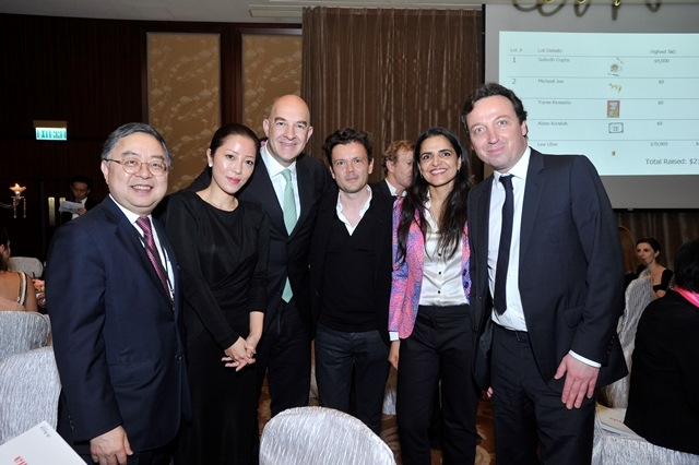(L to R) Ronnie C. Chan, Etsuko Nakajima, Andrew Cohen, A Guest, Bharti Kher, Emmanuel Perrotin at Asia Society's second annual Art Gala on May 12, 2014. (Asia Society Hong Kong Center)