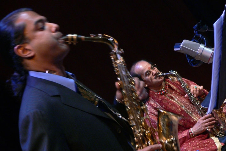 Rudresh Mahanthappa (L) and Kadri Gopalnath in concert at the Asia Society. (La Frances Hui/Asia Society)