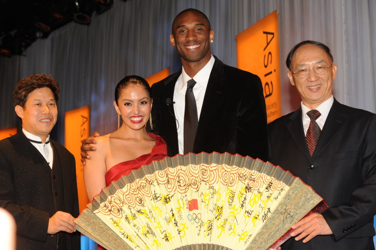 L to R: Donald Tang, Vanessa and Kobe Bryant, and China's Minister Liu Peng. (Dan Avila Photography)