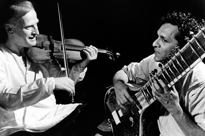 Yehudi Menuhin (L) and Ravi Shankar (R) rehearsing on stage in the mid-1960s. (David Farrell/Redferns/Getty Images)
