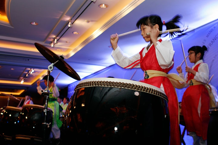Students from Daesungdong Elementary School performing at the ASKC anniversary dinner in Seoul on Apr. 29, 2010. (1 min., 39 sec.)