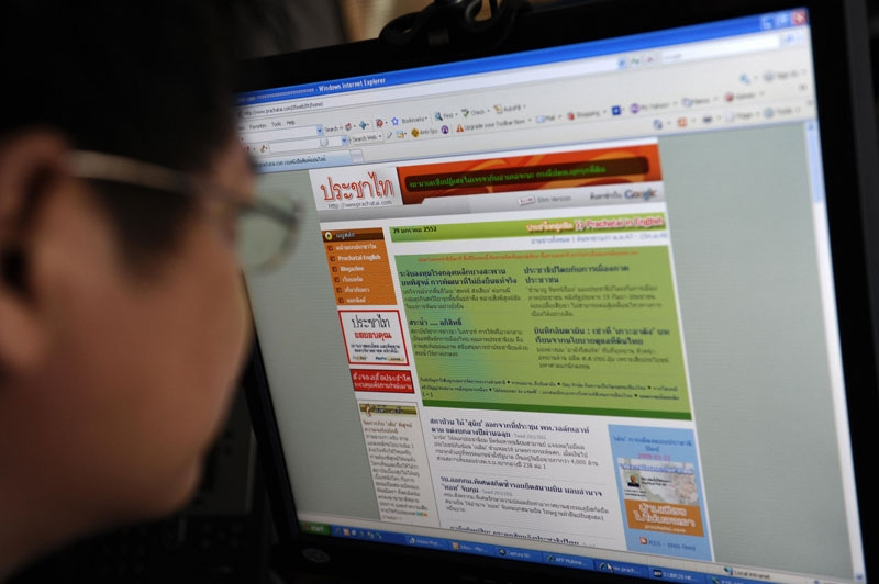 A Thai office worker looks at prachatai.com in Bangkok on Jan. 28, 2009. Frustrated with what she saw as corporate influence and political bias in Thailand's print media, Chiranuch Premchaiporn helped launch a news website in 2004 to try and filter out the spin. (AFP/AFP/Getty Images)