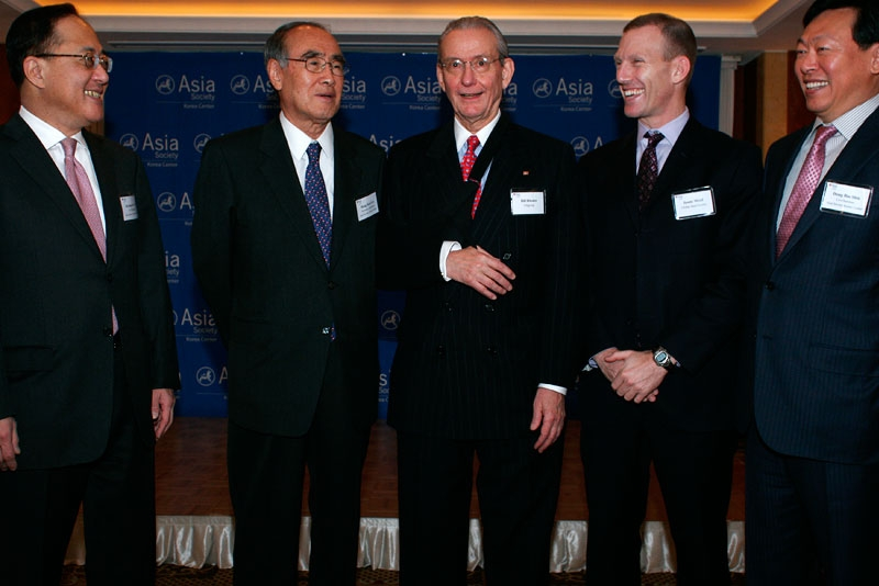 L to R: ASKC co-chairman Dr. Kyongsoo Lho; ASKC Honorary Chairman Dr. Hong-Koo Lee; Asia Society Task Force Chair Bill Rhodes; Asia Society Executive Vice President Jamie Metzl; and ASKC Co-chairman Dong Bin Shin in Seoul on Nov. 9, 2010. (Asia Society Korea Center)