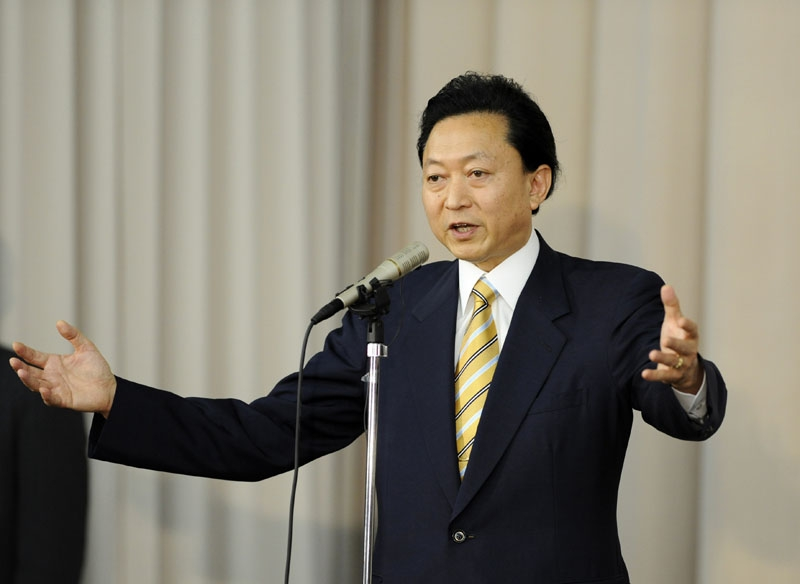 Japanese Prime Minister and ruling Democratic Party Japan leader Yukio Hatoyama in Toyko on June 2, 2010 to announce his resignation. (YOSHIKAZU TSUNO/AFP/Getty Images)