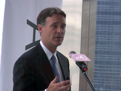 In Hong Kong on June 8, former U.S. Senator Evan Bayh assesses the impact of consumption and the role of the US government in the economic recovery. (3 min., 48 sec.)