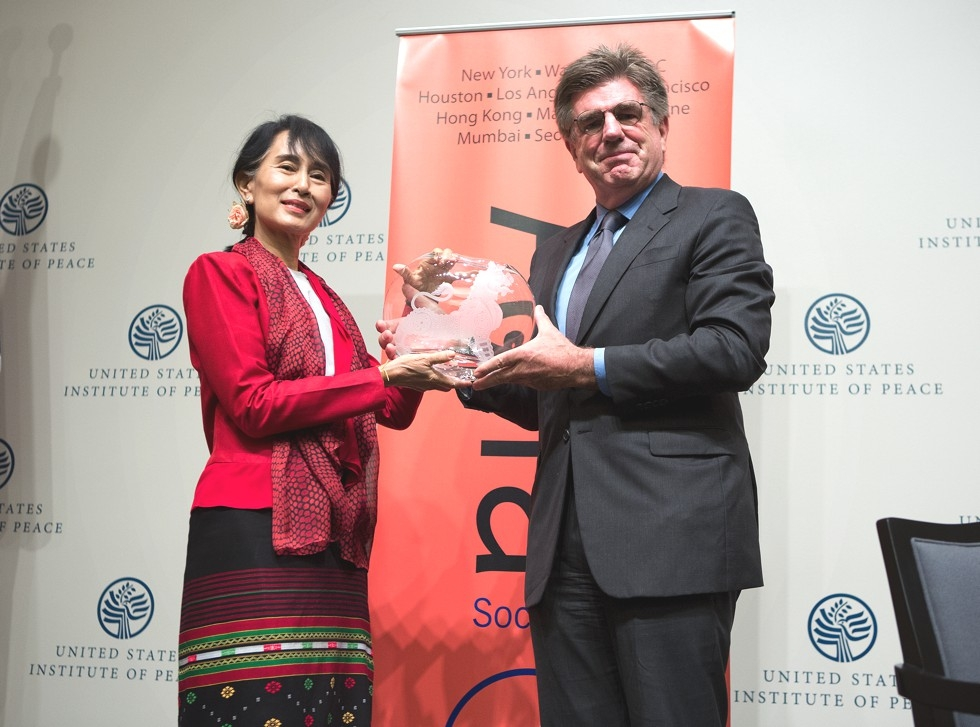 Asia Society Trustee Tom Freston poses with Aung San Suu Kyi after presenting her with the Asia Society's Global Vision award at the U.S. Institute of Peace in Washington, D.C., Sept. 18, 2012 (Asia Society/Joshua Roberts)