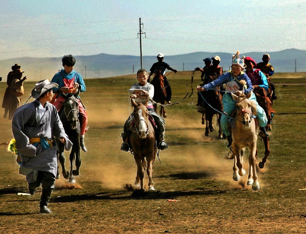 Mongolian kids near the finish line of their horse race. (Emilia Tjernström/Flickr)