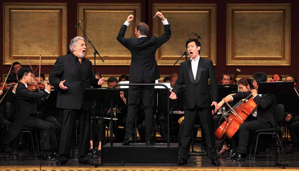 Baritone Yunpeng Wang (R), shown here onstage with Placido Domingo (L), is a member of the Metropolitan Opera's Lindemann Young Artist Development program. (Courtesy the artist)