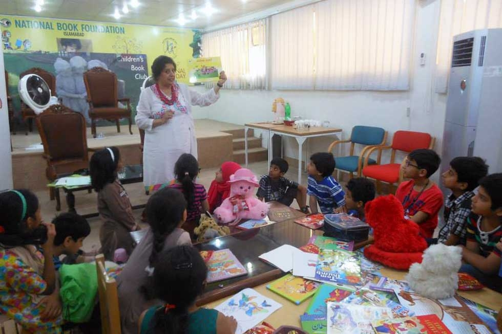 Shown here in a local classroom, Nazar has made educational outreach, including workshops and lectures, a regular part of her practice for decades. (Gogi Studios)
