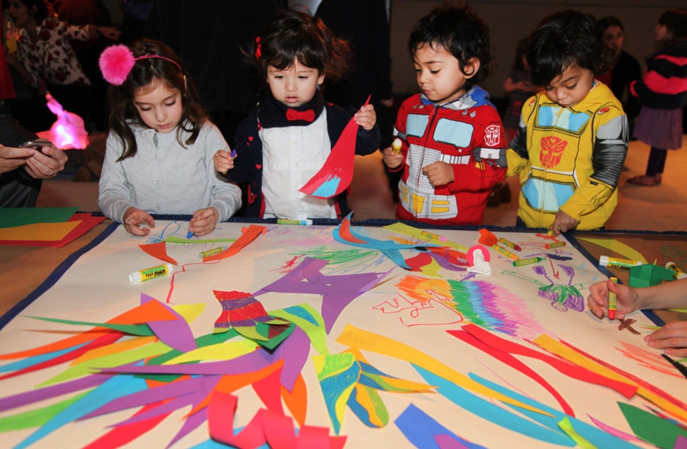 Kids get their hands dirty doing arts and crafts in celebration of Nowruz, the Persian New Year, during a Family Day event at Asia Society New York on March 12, 2016. (Asia Society/ Ellen Wallop)