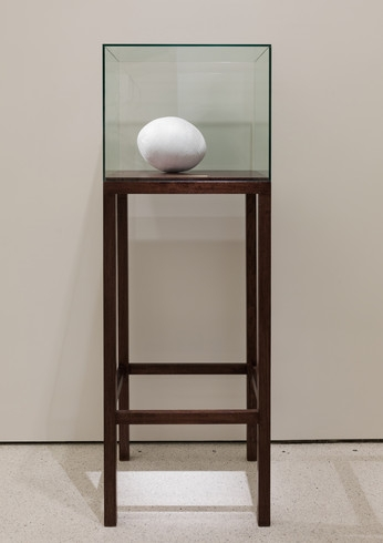 1:14.9, 2011–12. Polyester thread, wood, glass, and brass, A.P. 1/2, edition of 3, 64 3/16 × 22 × 20 inches (163 × 55.9 × 50.8 cm). Solomon R. Guggenheim Museum, New York, Guggenheim UBS MAP Purchase Fund, 2012, 2012.148. © Shilpa Gupta. Installation view: No Country: Contemporary Art for South and Southeast Asia, Solomon R. Guggenheim Museum, New York, February 22–May 22, 2013. Photo: Kristopher McKay