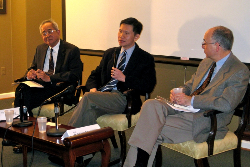 L to R: Sos Kem, Thitinan Pongsudhirak, and John Burgess discuss the Preah Vihear temple conflict between Cambodia and Thailand at Asia Society Washington DC on March 31, 2011.
