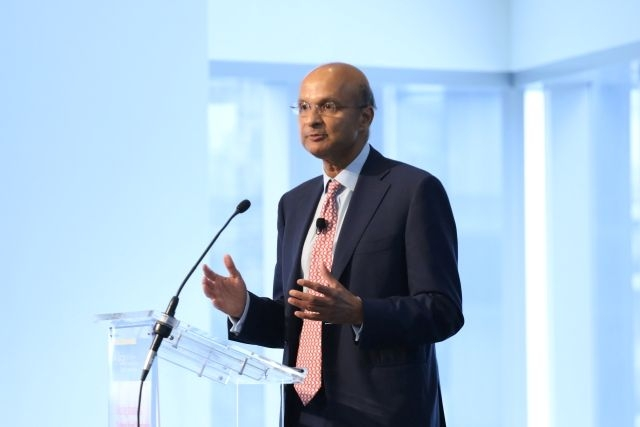 Medtronic CEO Omar Ishrak delivers a speech at the 2015 Diversity Leadership Forum. (Ellen Wallop/Asia Society)