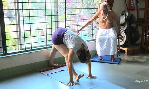 Guru B. K. S. Iyengar, aged 95, instructing a student at the Iyengar Yoga Institute. Image: Benoy K. Behl