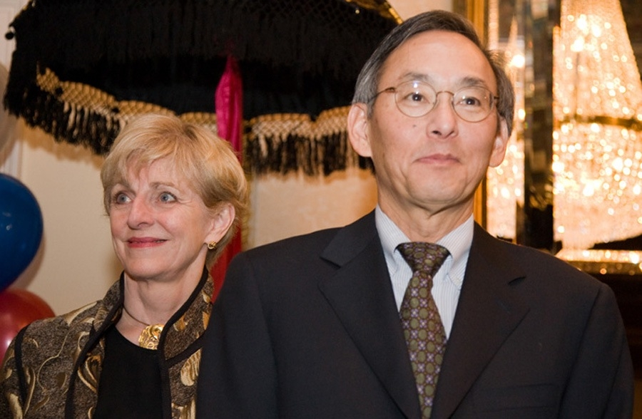 Secretary of Energy-designate Steven Chu with wife Jean at the Asia Society Presidential Inaugural Reception in Washington, Jan. 17, 2009 (Les Talusan/Asia Society)