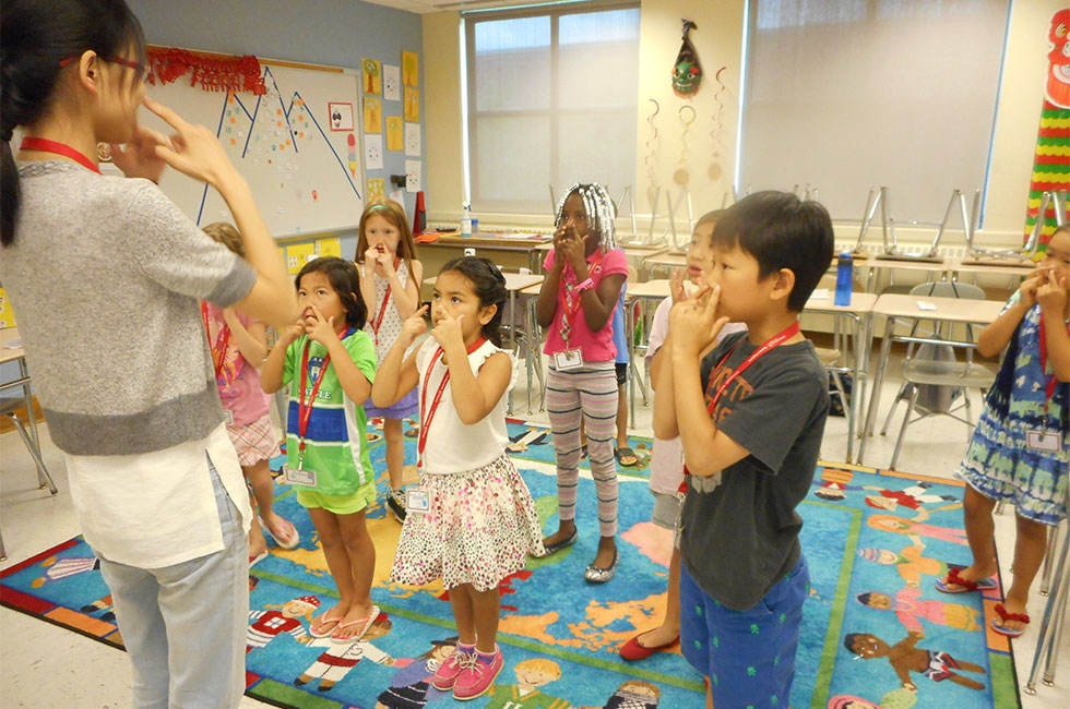 Playing Simon Says in Chinese (Glastonbury/GEHM Foreign Language Department)