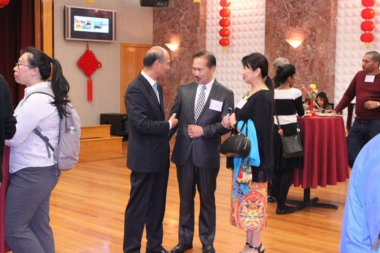 Attendees speak with Consul General Luo Linquan. (Asia Society)