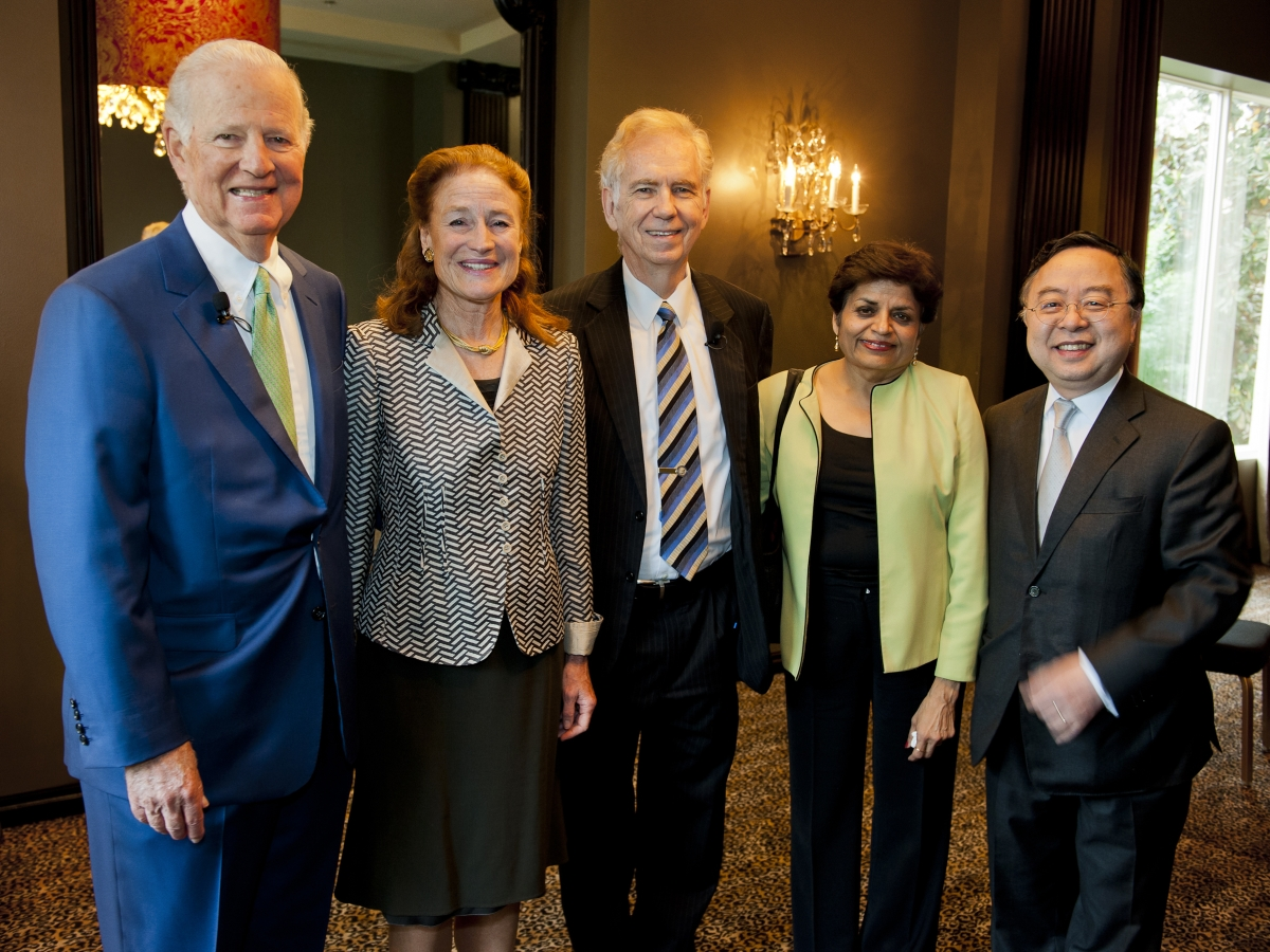 Former U.S. Secretary of State James A Baker III poses with (L-R) Asia Society Co-Chairs Henrietta Fore, Asia Society Texas Center Chair Charles C. Foster, Asia Society President Vishakha Desai and Asia Society Co-Chair Ronnie Chan. (Jeff Fantich/Asia Society Texas Center)