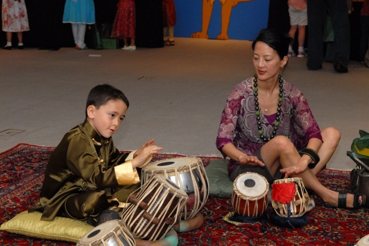 Young guests had an opportunity to learn to play the tabla. (Elsa Ruiz/Asia Society)
