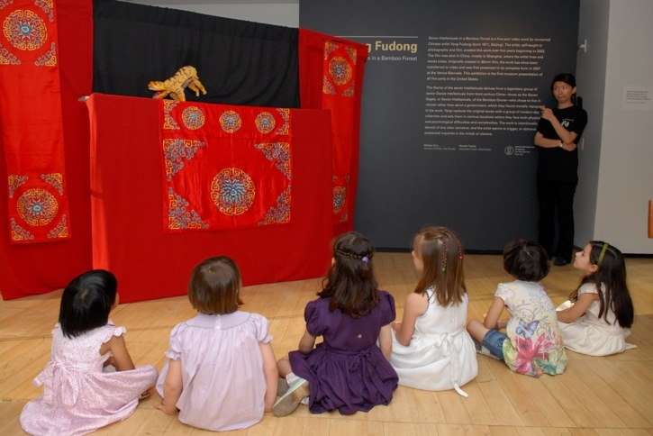 Young audiences were captivated by the Chinese puppet theater. (Elsa Ruiz/Asia Society)
