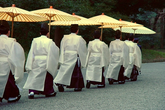 Shinto Priests marching at Meiji Temple Shrine (chrisjfry/Flickr)