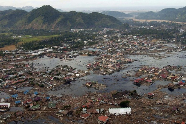 A village near the coast of Sumatra lays in ruin after the Tsunami that struck Southeast Asia. (www.news.navy.mil.gov)