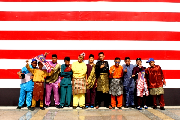 malaysia a multi cultural country Malaysia is a multi-racial, multi-cultural and multi-religion country with a population of about 20 million people who practice various.