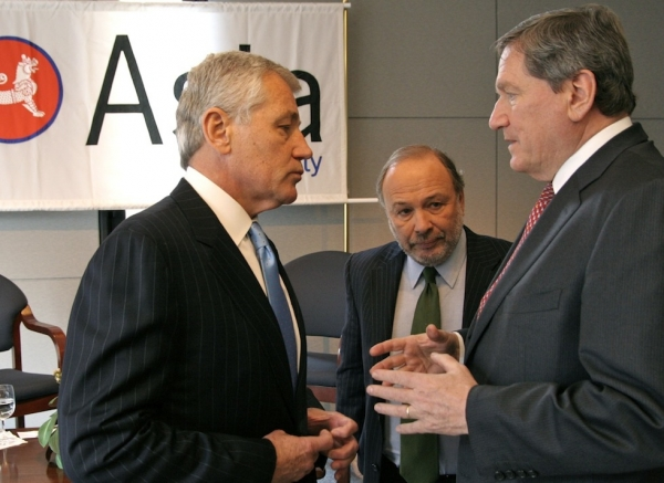 L to R: Sen. Chuck Hagel, Time columnist Joe Klein and Asia Society Chairman Richard Holbrooke at Asia Society headquarters on October 24, 2008. (Bill Swersey/Asia Society)