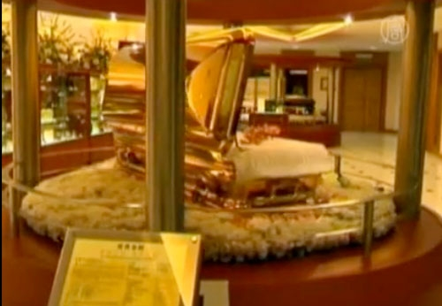 In Malaysia, luxury funeral services are in demand. (NTDTV)