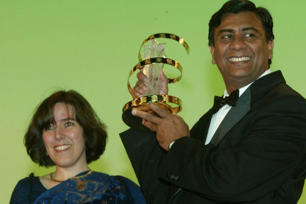Clay Bird director Tareque Masud (R) wins the prize for best script with his wife Catherine Masud (L) at the closing ceremony of the 2nd Marrakesh International Film Festival in Marrakesh, Morocco on Sept. 22, 2002. (Pascal Le Segretain/Getty Images)