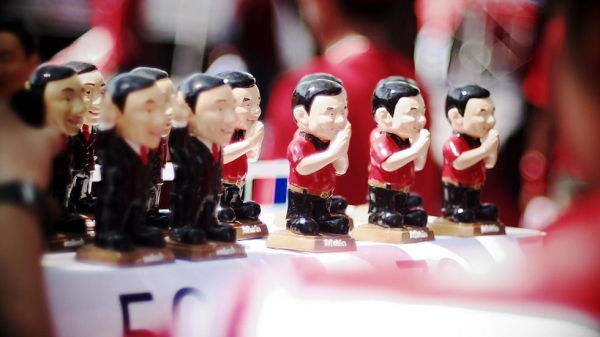Toys in the form of exiled former Thai prime minister Thaksin Shinawatra on sale in Bangkok. (Flickr/Pittaya Sroilong)