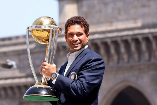 Tendulkar poses holding the ICC Cricket World Cup Trophy, with the Gateway of India in the backdrop, on April 3, 2011 in Mumbai.  (Ritam Banerjee/Getty Images)