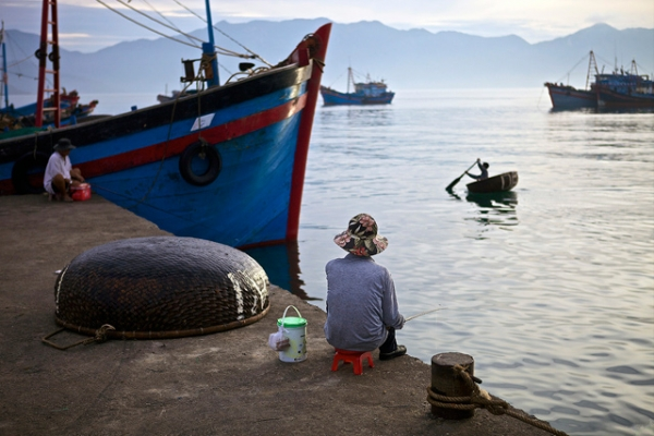 A pensive moment in a fishing port in Phu Yen, Vietnam. (patdaneri/tumblr)