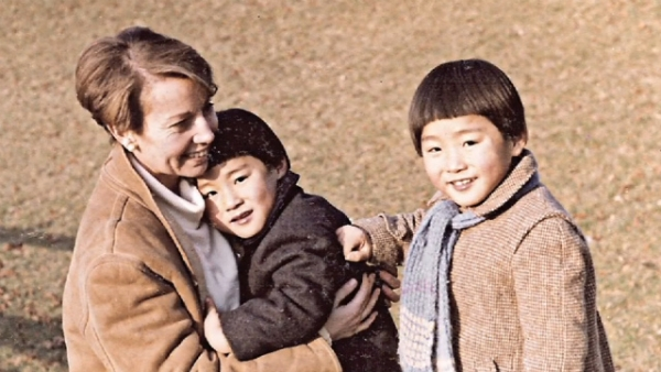 Nicolas and Antoine Hazard, Korean brothers adopted together, with their adoptive mother in France in 1983.