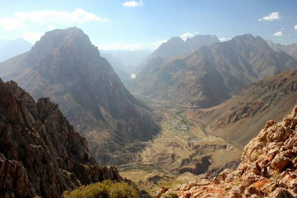 A panoramic view of the Fann Mountains of northwest Tajikistan on September 24, 2012. (erh1103/Flickr)