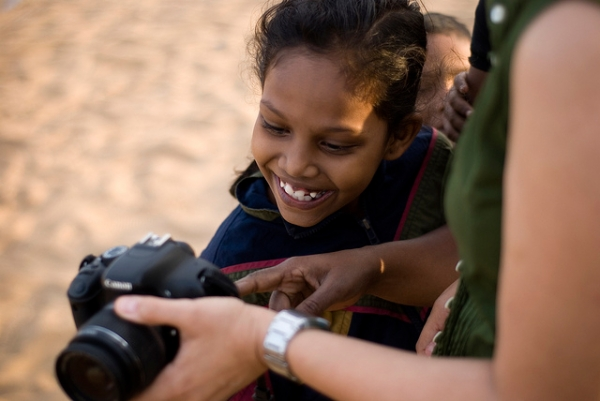 A little girl looks at her photo on a digital camera screen in Chennai, India on January 15, 2013. (Ravages/Flickr)