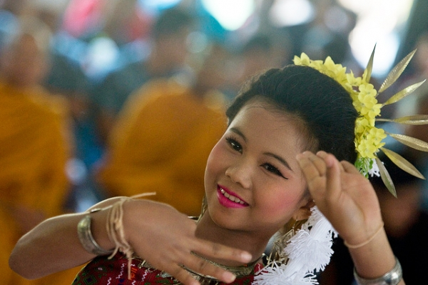 A young Thai girl adorned in flowers performs a cultural dance in Nakhon Ratchasima Province, Thailand on March 13, 2013. (U.S. Pacific Air Forces/Flickr)