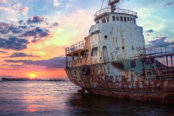 Sunset over the rusty hull of a derelict ship beached off the coast of the city of Makassar, Indonesia on August 4, 2013. (Onny Carr/Flickr)