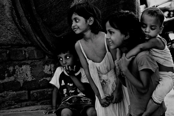 A group children in the streets of New Delhi, India on September 8, 2013. (New Dehlices/Flickr)