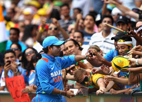 Tendulkar signs autographs during his last match at the SCG,  the One Day International match between Australia and India, at Sydney Cricket Ground on February 26, 2012 in Sydney, Australia. (Ryan Pierse/Getty Images)