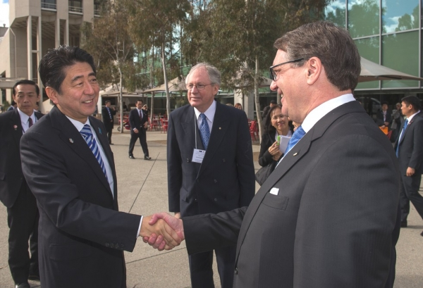 The Hon Warwick Smith, Chairman of Asia Society Australia greets Prime Minister Abe watched by Sir Rod Eddington, President AJBCC. (Irene Dowdy)