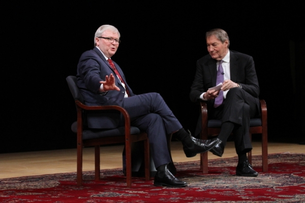Asia Society Policy Institute President Kevin Rudd (L) speaks with veteran broadcaster Charlie Rose at Asia Society New York on February 17, 2015. (Asia Society/Ellen Wallop)