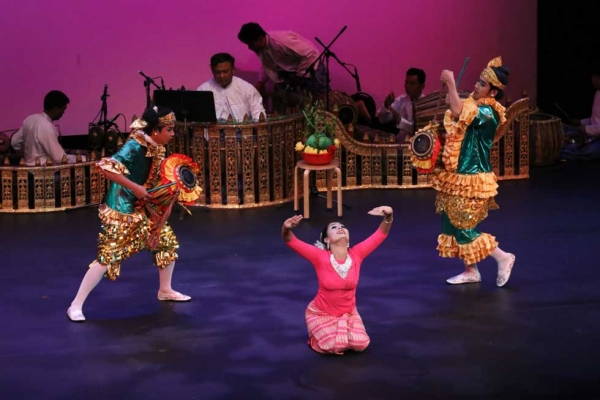 Members of Myanmar's Shwe Man Thabin troupe perform at Asia Society New York on April 11, 2015. (Ellen Wallop/Asia Society)