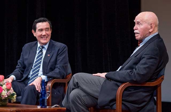 Ma Ying-jeou (L) speaks with Jerome Cohen at Asia Society in New York on March 1, 2017. (Sasha Schell)