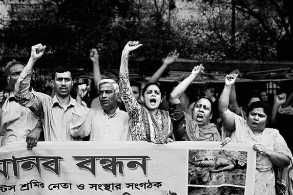 Garment worker leaders form a human chain in front of the Jatiya Press Club, demanding punishment for the killers of Aminul Islam, in Dhaka, Bangladesh. (Gazi Nafis Ahmed)