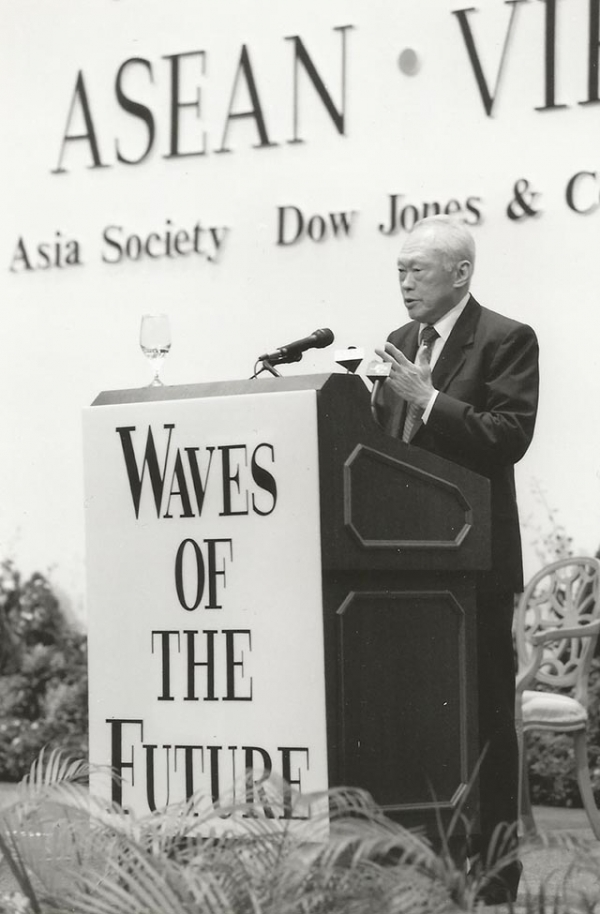 Then-Singapore Senior Minister Lee Kuan Yew speaks at 1994 event in Singapore.