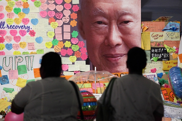 Hospital staff mourn the passing of former Prime Minister Lee Kuan Yew outside the Singapore General Hospital on March 23, 2015. (Suhaimi Abdullah/Getty Images)