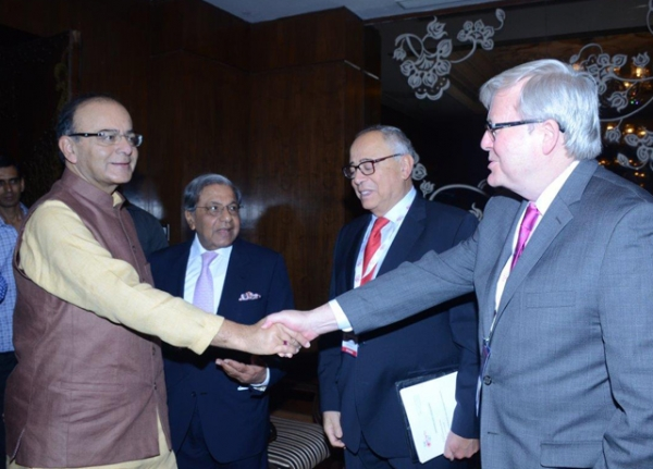 Asia Society Policy Institute (ASPI) President Kevin Rudd meets with India's Finance Minister Arun Jaitley on April 7, 2016 at The Growth Net Summit in New Delhi.  (Ananta Center)
